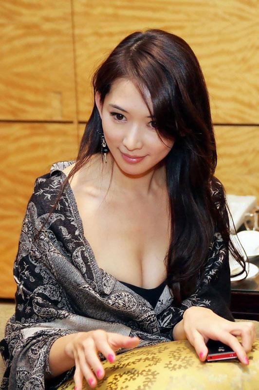 林志玲低胸爆乳装玉女变欲女